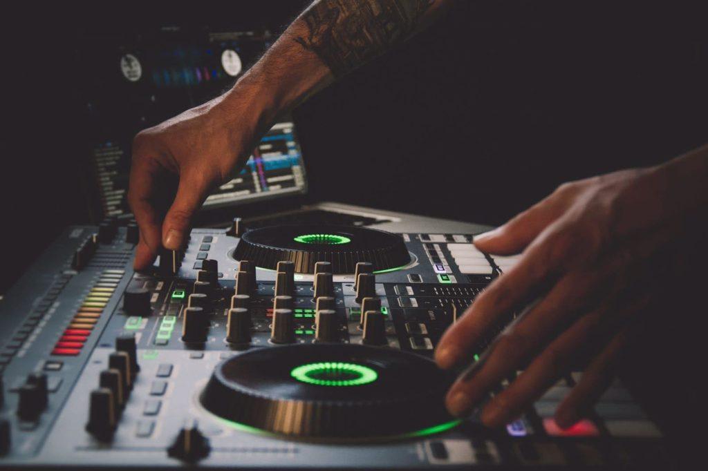 DJ SAMBAUS